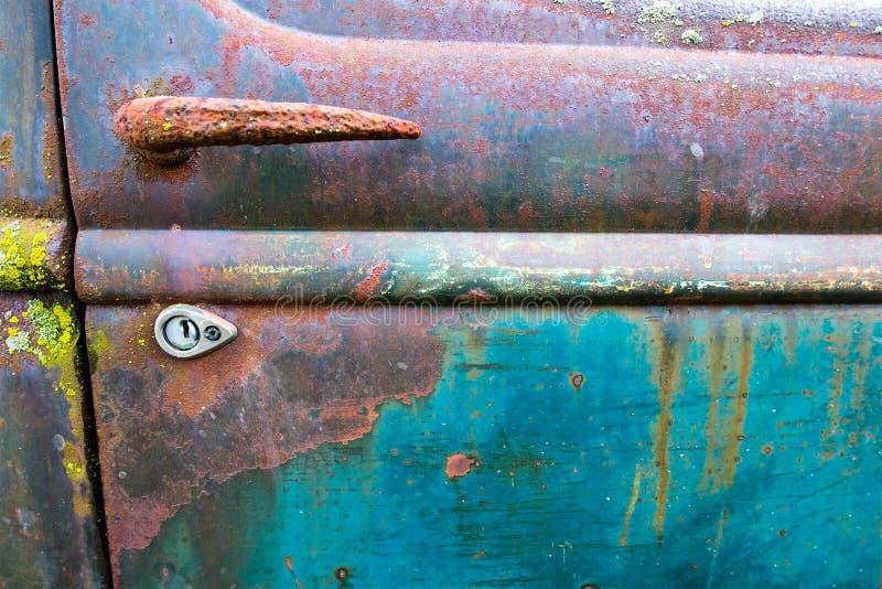 Oude Klassieke Auto, Autokerkhofachtergrond royalty-vrije stock foto