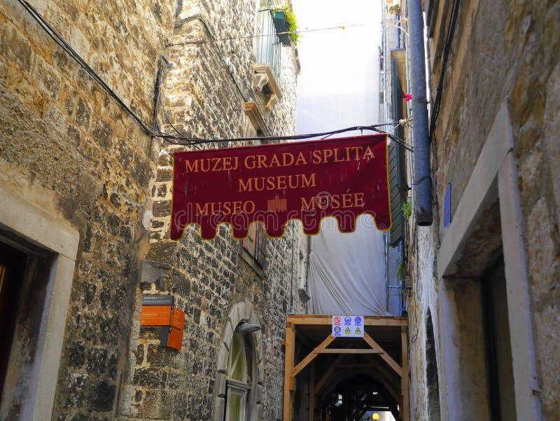 Oude kleine stad in Kroatië stock afbeeldingen