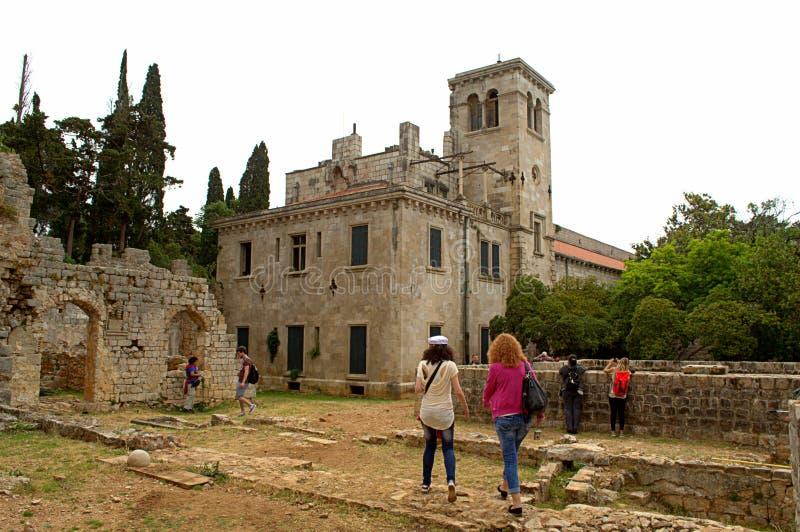 Oude kloostertoeristen stock foto