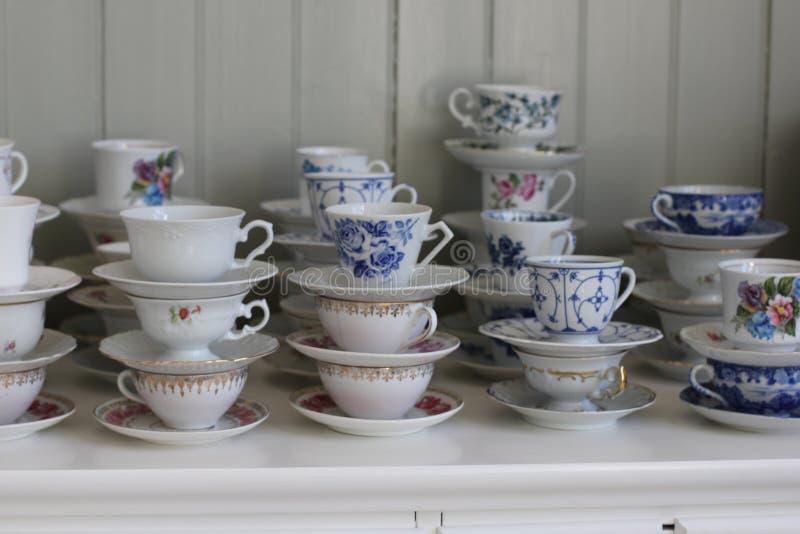 Oude koffiekoppen royalty-vrije stock foto's
