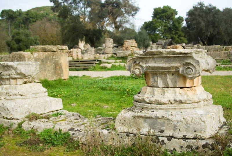 Oude kolommen in Archea Olympia, Griekenland royalty-vrije stock afbeeldingen