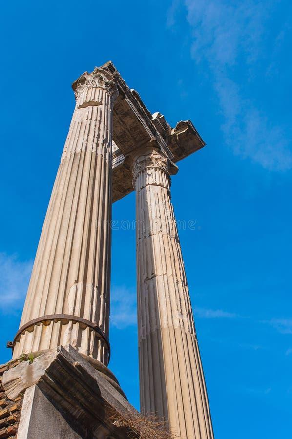 Oude kolommen in Marcellus Theatre in Rome royalty-vrije stock afbeelding
