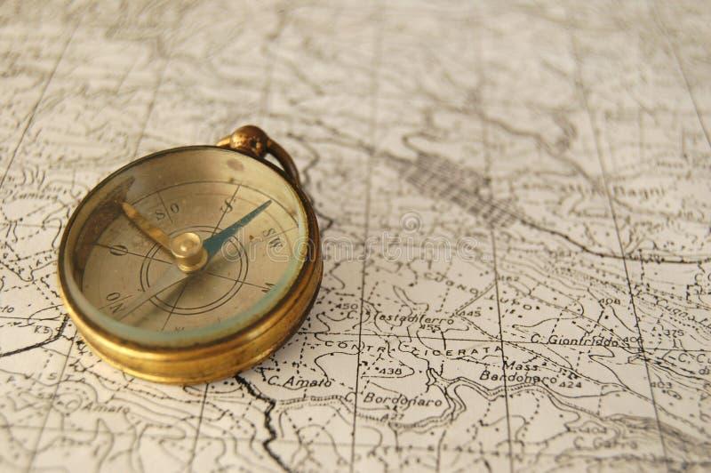 Oude kompas en kaart. stock fotografie