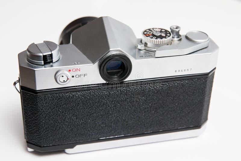 Oude Konica 35 die mm-camera op witte dichte omhooggaand wordt geïsoleerd stock afbeelding