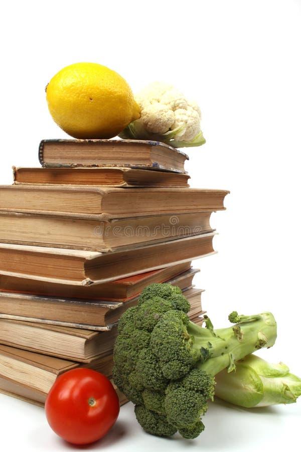 Oude Kookboeken Met Verscheidene Groenten Royalty-vrije Stock Foto