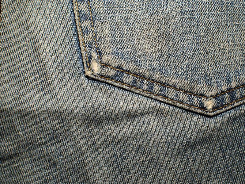 Oude langzaam verdwenen jeans Macro Zak op oude jeans royalty-vrije stock foto's