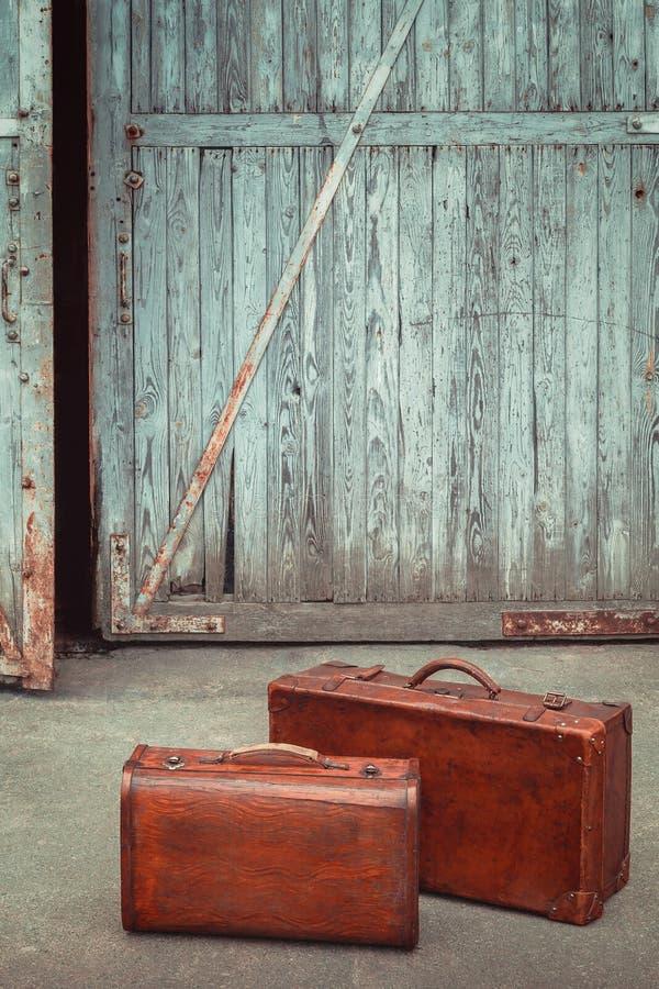 Oude leerkoffers stock afbeeldingen