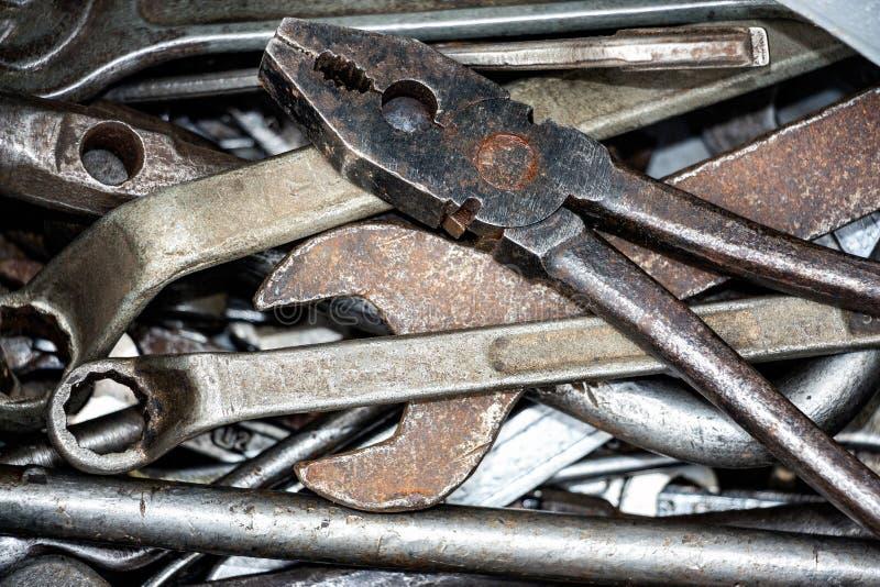 Oude loodgieterswerkhulpmiddelen royalty-vrije stock afbeelding