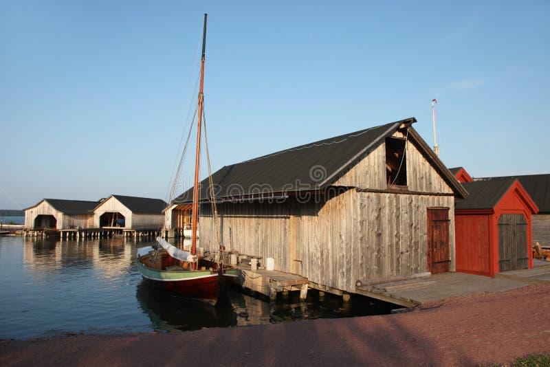 Oude loodsen en boten in scheepswerf in Marienhamn royalty-vrije stock foto's