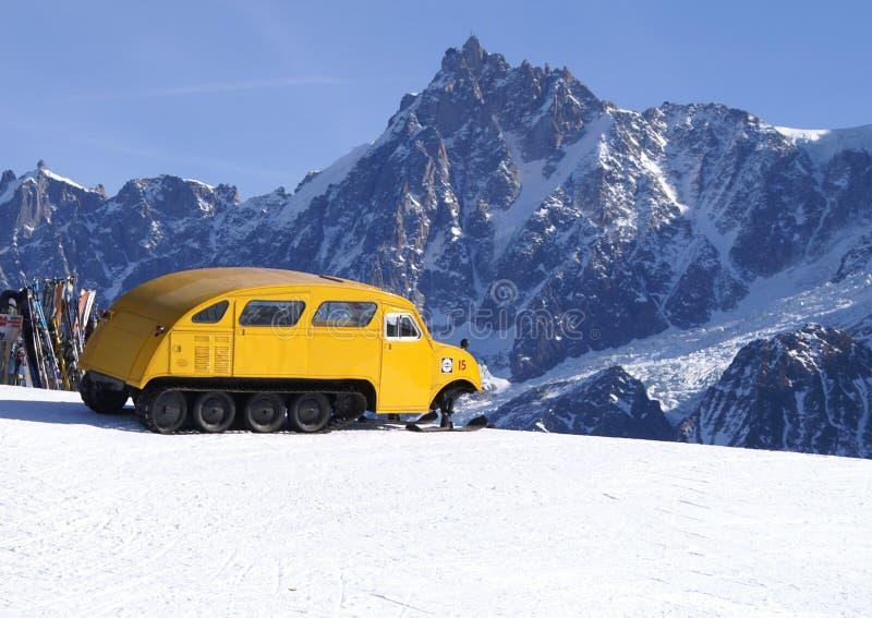 Oude manier op sneeuw stock fotografie