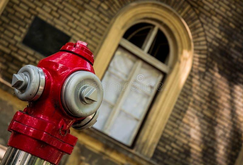 Oude manierwatervoorziening voor brandarbeiders stock foto