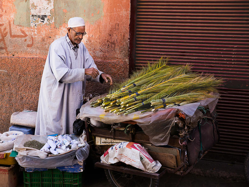 Download Oude Marokkaanse Mensen Verkopende Kruiden Redactionele Foto - Afbeelding bestaande uit mens, afrika: 39115166