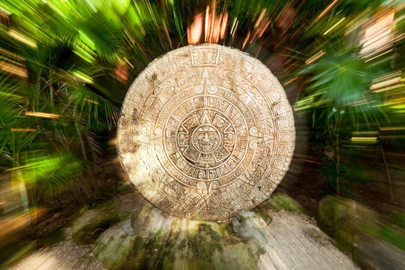 Oude Mayan kalender in de wildernis royalty-vrije stock foto's