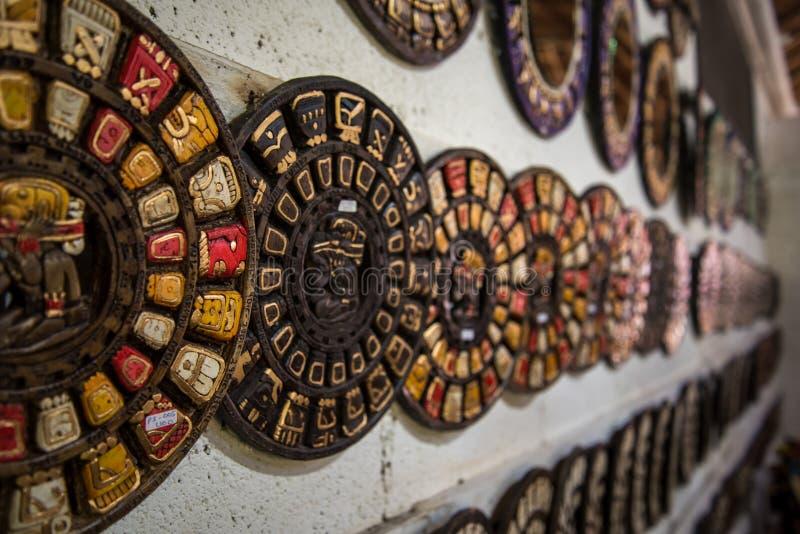 Oude Mayan Platen op Muur stock afbeeldingen