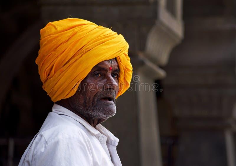 Oude mens en zijn tulband royalty-vrije stock foto