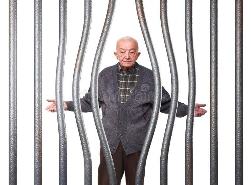 Oude mens in gevangenis stock afbeeldingen