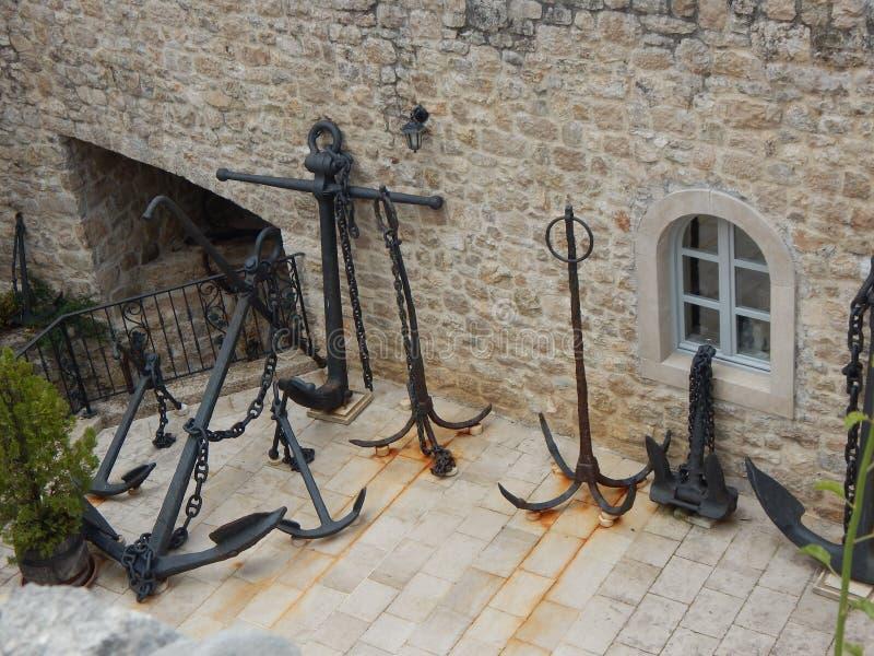 Oude oude metaalankers europa royalty-vrije stock afbeeldingen