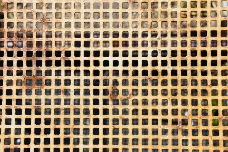 Oude metaalgrill royalty-vrije stock afbeeldingen