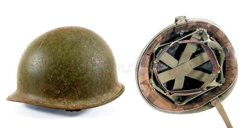 Oude Militaire Helm die op Wit wordt ge?soleerd Twee oude roestige militaire geïsoleerde metaalhelm stock fotografie