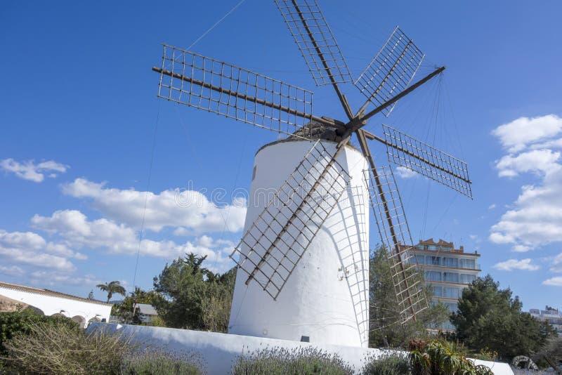 Oude molen, culturele ruimtesa Punta des Moli, stad van Sant-Mier royalty-vrije stock foto's