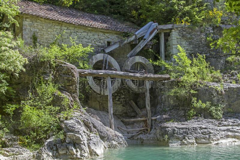 Oude molen in Kroatië stock afbeeldingen