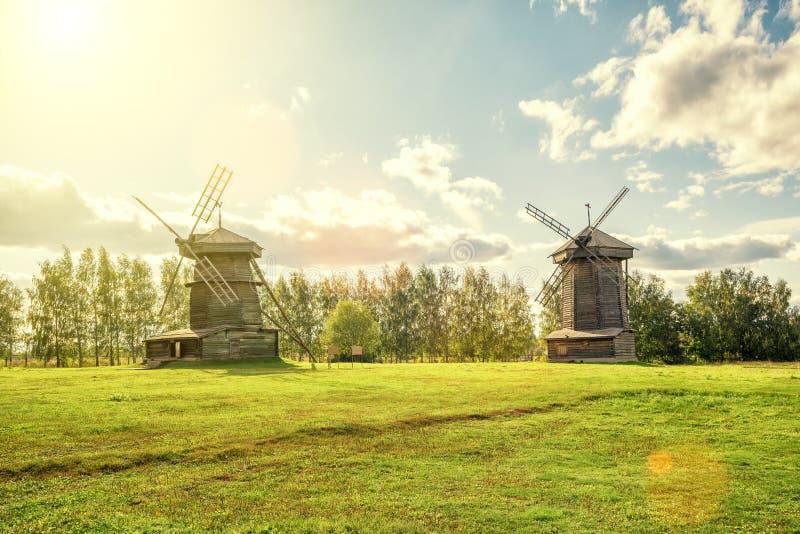 Oude molens in oude stad van Suzdal, Rusland stock afbeelding