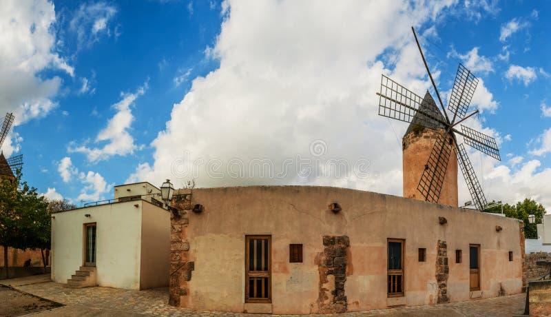 Oude molens van Gr Jonquet, Palma, Mallorca stock foto