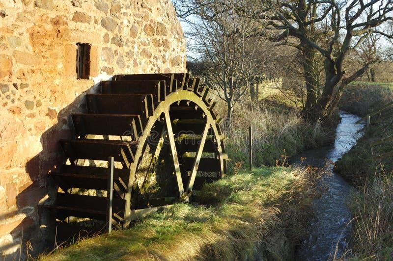 Oude molenwiel en stroom bij de Molen van Preston royalty-vrije stock afbeeldingen