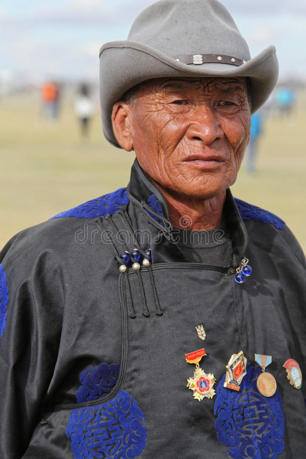 Oude Mongoolse mens met medailles royalty-vrije stock afbeelding