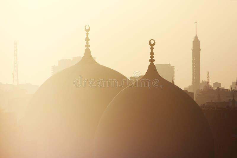 Oude moskee en van Kaïro toren stock foto