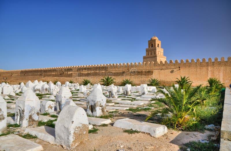Oude moslimbegraafplaats dichtbij Grote Moskee in Kairouan, Sahara Desert, Tunesië, Afrika, HDR stock foto