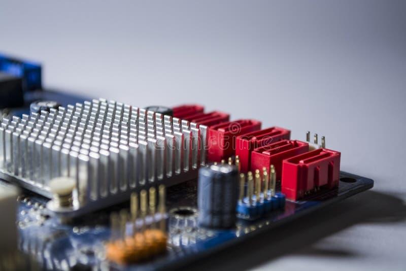 Oude motherboard van de computer van blauwe kleur Textuur Isoleer op wit reparatie Personal computerdetails apparatuur royalty-vrije stock fotografie