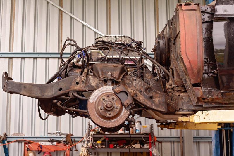 Oude Motor van een auto onder Restauratie royalty-vrije stock afbeeldingen