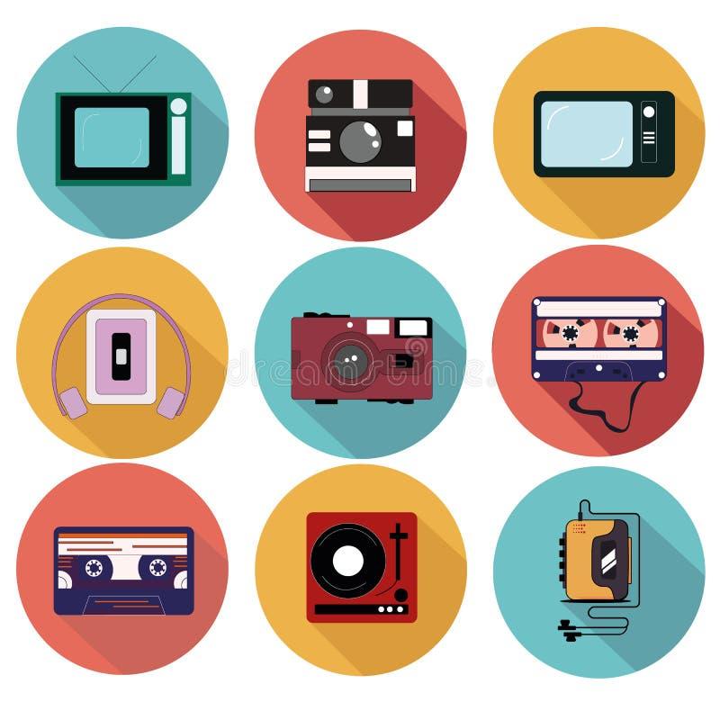 Oude multimedia in de vorm van een reeks van 9 pictogrammen Speler, TV, Camera, Cassette royalty-vrije illustratie