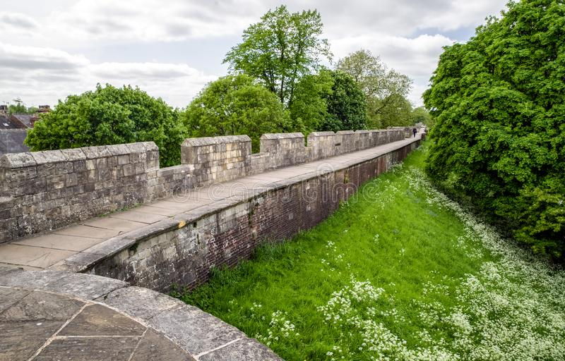 Oude muren in stad York, Engeland royalty-vrije stock fotografie