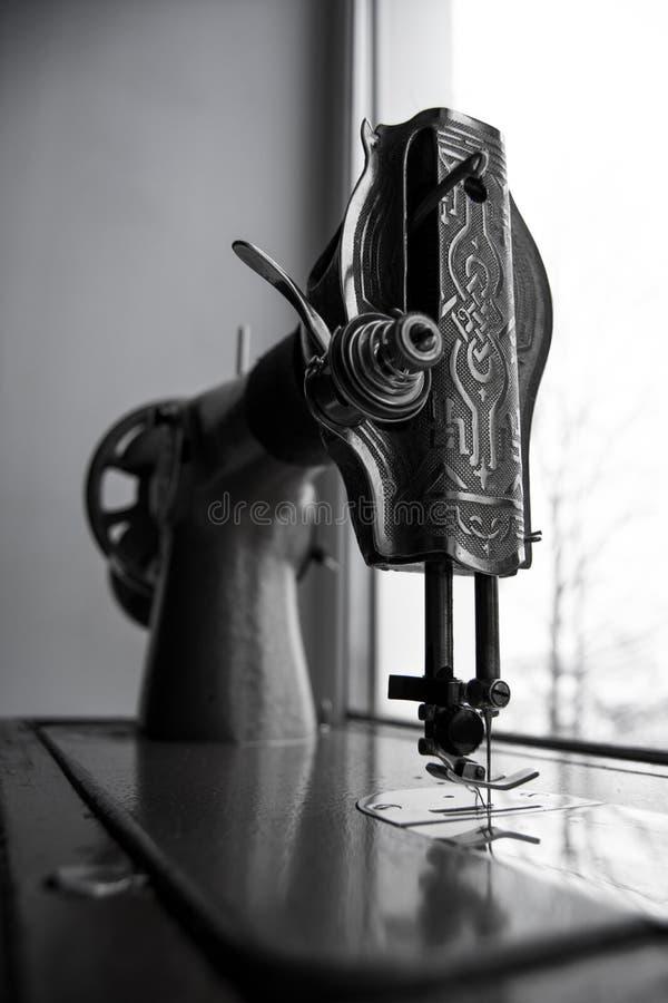 Oude naaimachine stock afbeeldingen