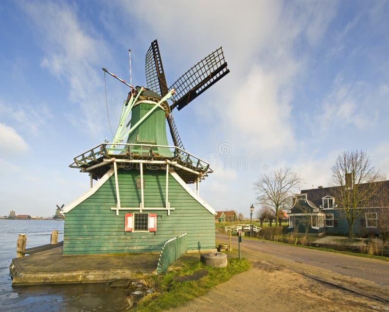 Oude Nederlandse Windmolen stock foto
