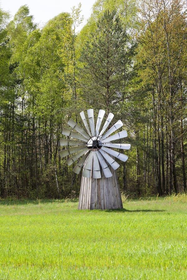 Oude Nederlandse windmolen in openluchtmuseum, Kolbuszowa stock fotografie