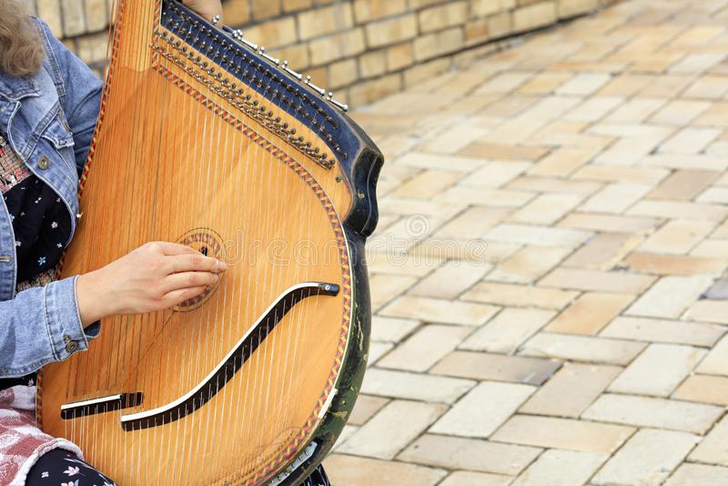 Oude Oekraïense etnische muzikale dichte omhooggaand van pandora van instrumentenbandura stock foto