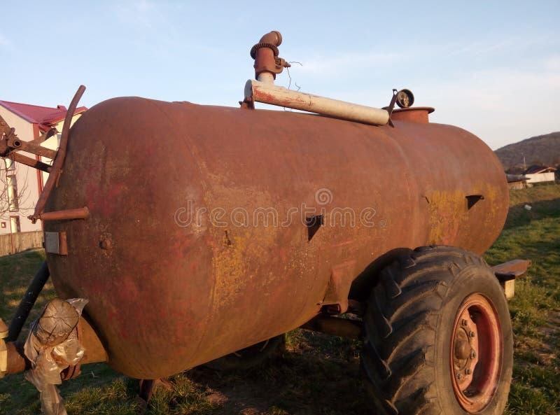 Oude olie tank stock afbeelding