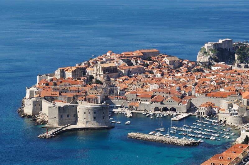 Oude ommuurde de stadshaven van Dubrovnik royalty-vrije stock foto