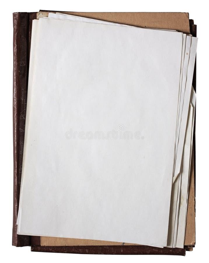 Oude omslag met stapel oude documenten stock foto