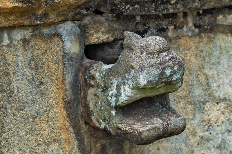 Oude open mondruïnes in Polonnaruwa-Unesco van de stadstempel stock fotografie