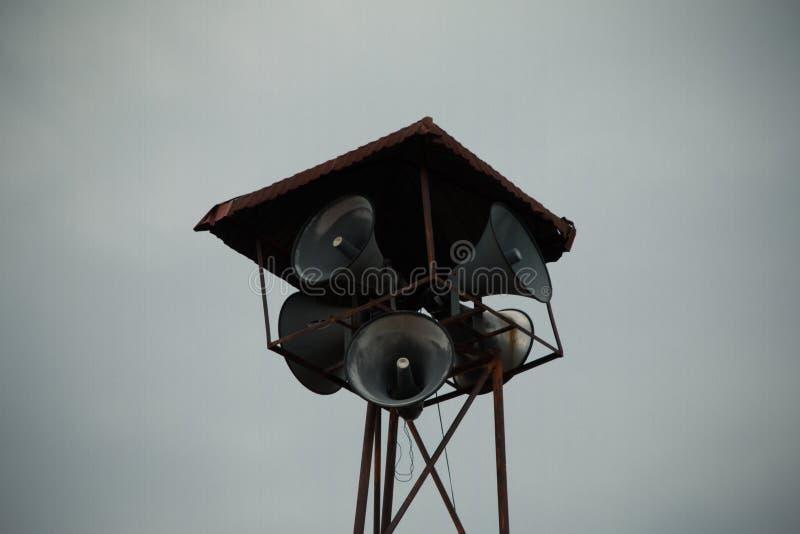Oude openbare luidsprekersuitzending op hoge toren royalty-vrije stock fotografie
