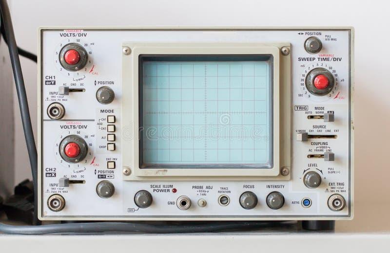 Oude oscilloscoop, technisch materiaal stock foto's