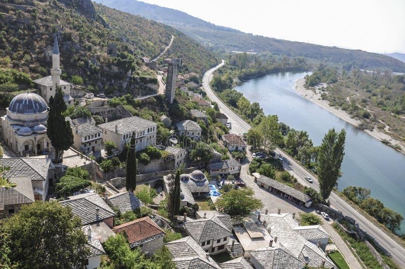 Oude Ottomanestad van Pocitelj door rivier in Bosnië en Hezegovina royalty-vrije stock afbeelding