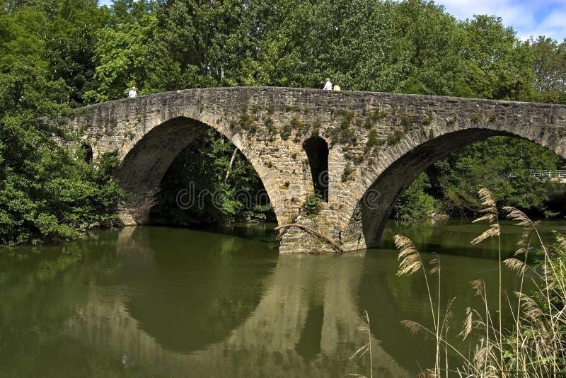 Oude overspannen brug, puente La Magdalena, Pamplona royalty-vrije stock afbeelding