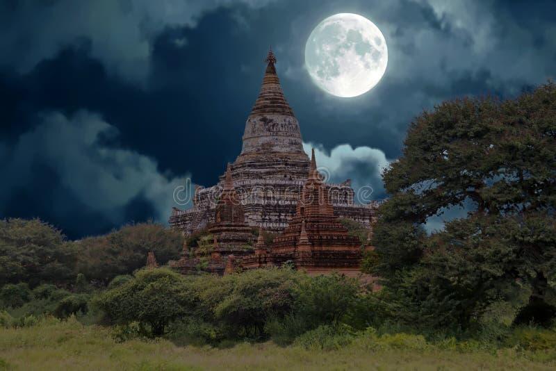 Oude pagoden in het platteland van Bagan in Myanmar stock afbeelding