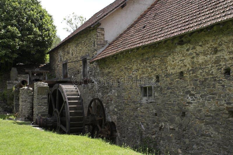 Oude papierfabriek in Frankrijk stock foto's