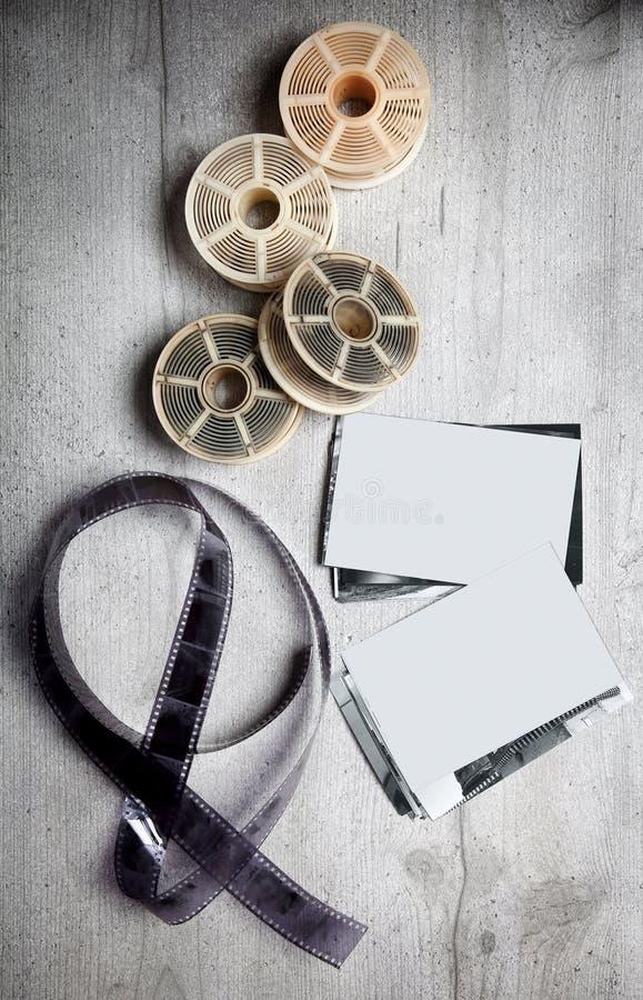 Oude photoghraphic film op houten achtergrond met drukken (blank spa royalty-vrije stock fotografie